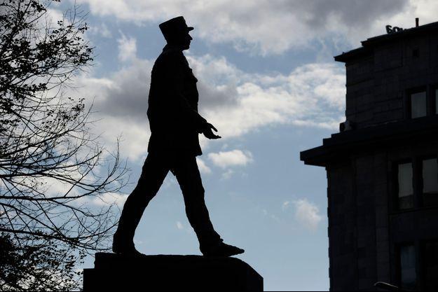 Statue de Charles de Gaulles à Varsovie en Pologne (image d'illustration).