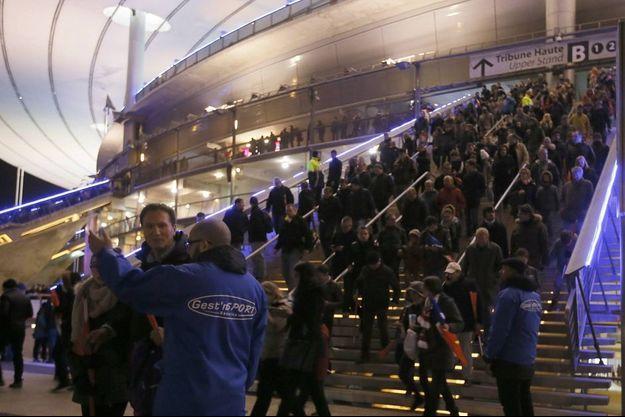 L'évacuation dans le calme du Stade de France