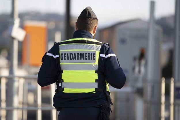 Un contrôle routier par la gendarmerie sur une autoroute