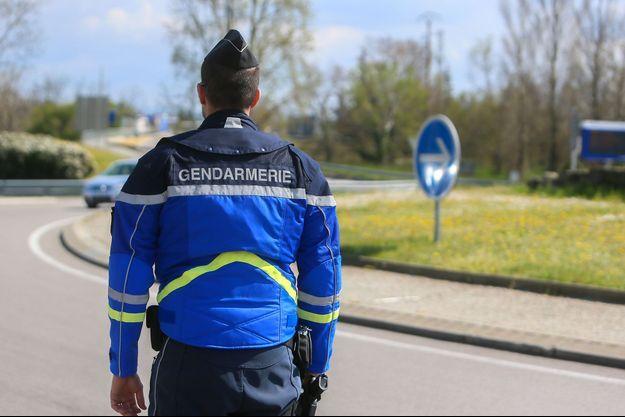 Image d'illustration, un gendarme le 25 mars sur le terrain à Tain l'Hermitage.