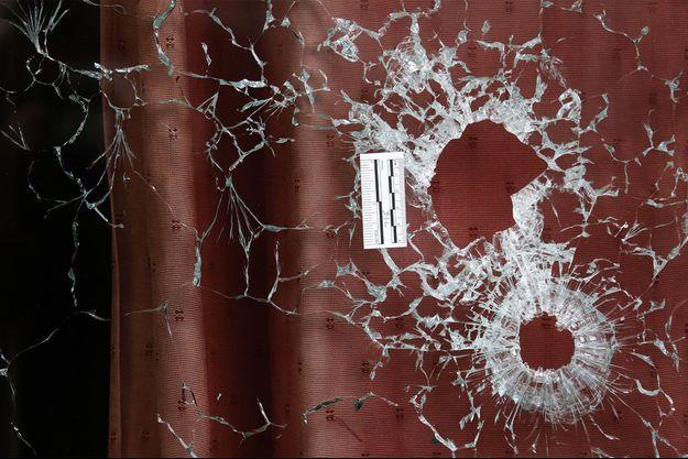 """Une vitre brisée du """"Carillon"""""""