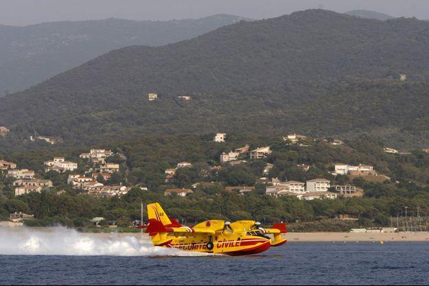 Un Canadair, en 2007, en Corse. Image d'illustration.
