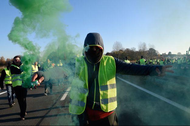 """Manifestation de """"Gilets jaunes"""", ici à Haulchien près de Valenciennes."""