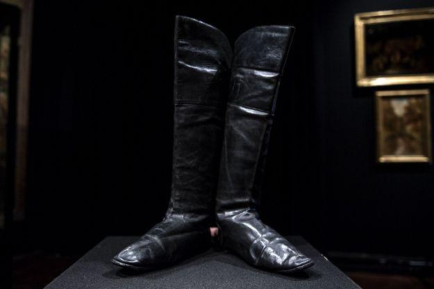 Chaussures de Napoléon mises aux enchères.