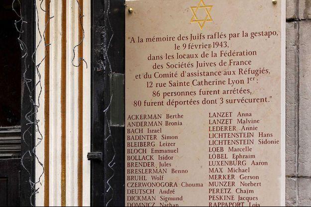 Plaque commémorative de la rue Sainte-Catherine à Lyon.