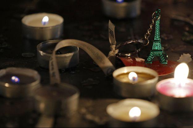 Des hommages aux victimes du 13 novembre à Paris.