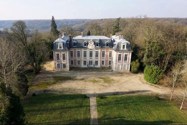 La façade arrière du château de Villiers-le-Bâcle (Essone).