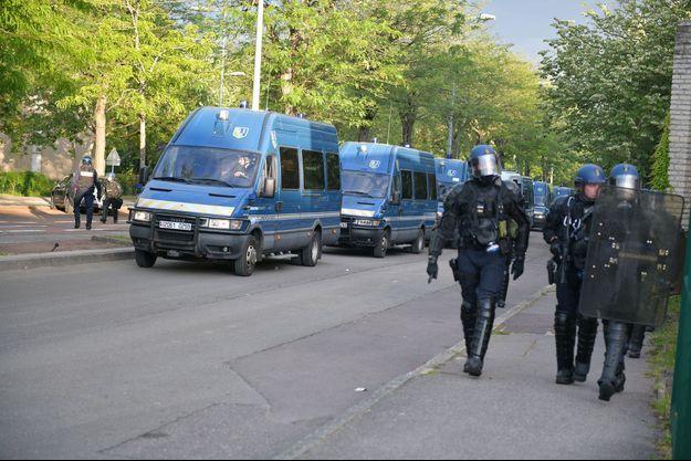 Les forces de l'ordre sont en nombre à Dijon ce mardi dans le quartier de Grésilles.