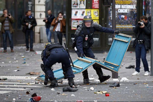 La place de la République a été le théâtre de violences dimanche