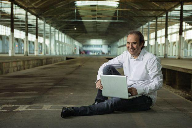 Xavier Niel pose, le 14 octobre 2014, dans la halle Freyssinet, dont il a fait un incubateur de start-up pour des milliers de geeks.