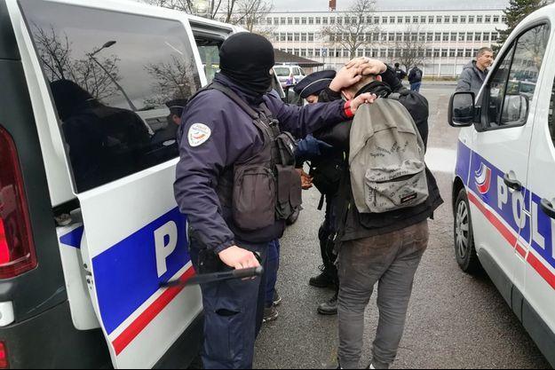 Au total 146 personnes ont été arrêtées à proximité du lycée Saint-Exupéry.