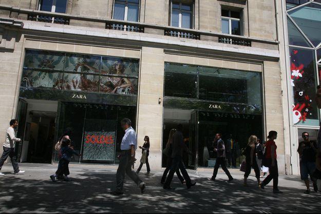 Magasin Zara, Avenue des Champs-Elysées, juin 2008.