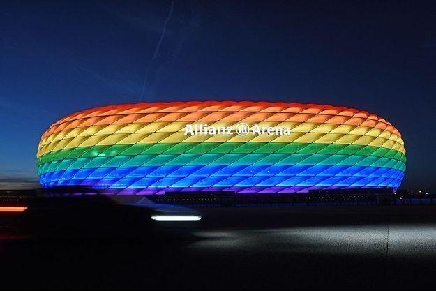 Le stade de Munich aux couleurs de l'arc-en-ciel.