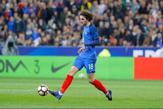 Adrien Rabiot sous le maillot de l'équipe de France.