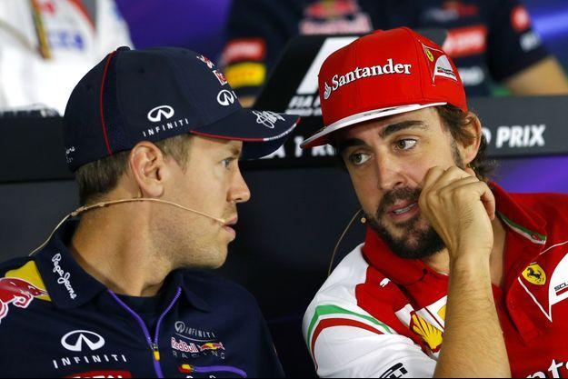 Sebastian Vettel discute avec Fernando Alonso (à droite), le 9 octobre dernier.