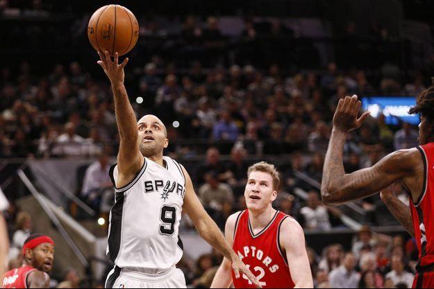 Tony Parker lors d'un match des Spurs contre les Toronto Raptors, en 2017.