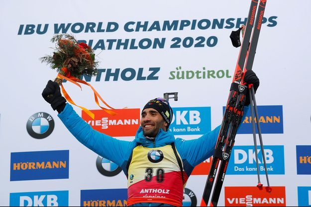 Martin Fourcade célèbre son nouveau titre mondial.