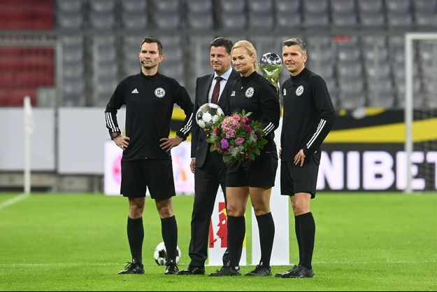Un hommage a été rendu mercredi à Bibiana Steinhaus pour son dernier match officiel en tant qu'arbitre.