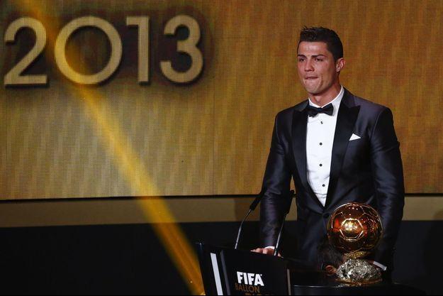 Cristiano Ronaldo, ému aux larmes lors de son sacre, à Zürich.