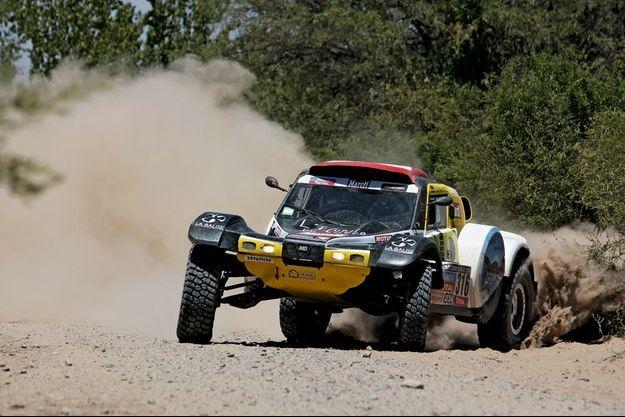 Jeudi 9 janvier, au terme de l'étape Chilecito-Tucuman, la plus difcile d'Argentine et la plus longue du Dakar, Pascal Thomasse et son copilote, Pascal Larroque, à bord de leur buggy prennent la huitième place du classement général.
