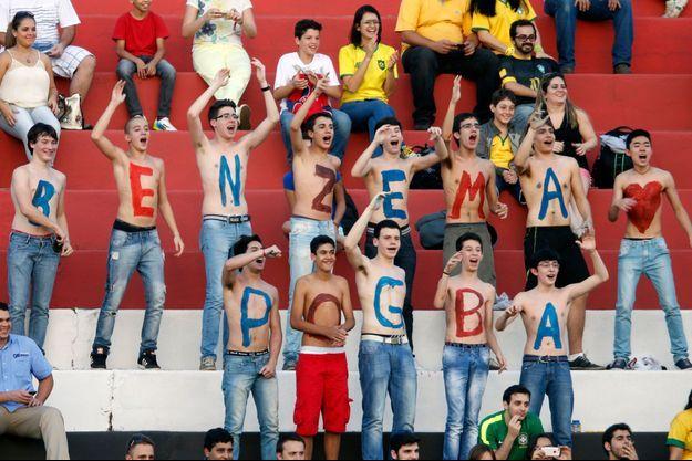 De jeunes supporteurs étaient présents au premier entraînement public des Bleus, au Brésil.