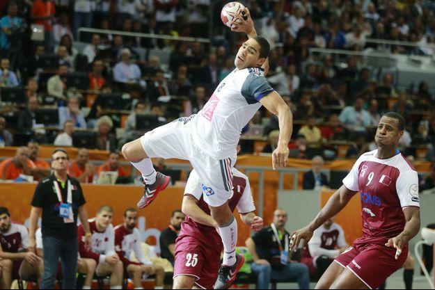 Daniel Narcisse arme son tir, dimanche, lors de la finale face au Qatar.