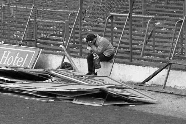 Dave Roland, survivant de la tragédie d'Hillsborough en 1989, dont la photo a ému le monde entier, est mort du coronavirus.