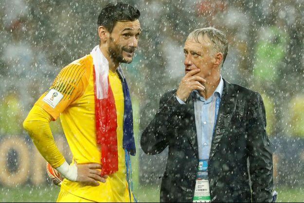 Hugo Lloris et Didier Deschamps, le soir de la finale de la Coupe du Monde à Moscou.