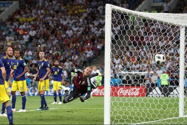 Le portier suédois n'a rien pu faire sur le coup franc magnifique de Toni Kroos.