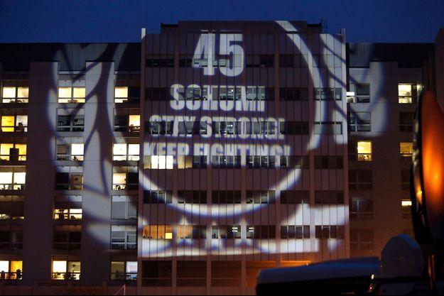 Vendredi soir, un message de soutien à Michael Schumacher a été projeté sur le CHU de Grenoble.