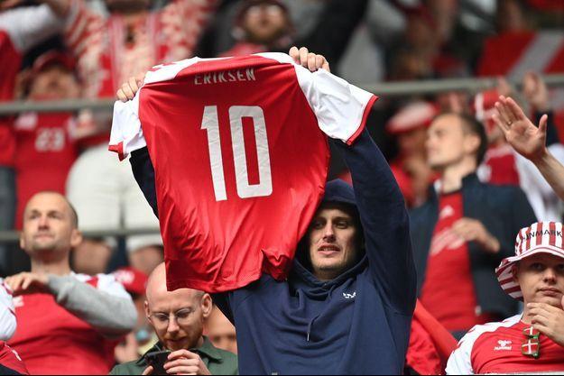 Les supporters danois et finlandais ont scandé le nom de Christian Eriksen tout au long de la rencontre.
