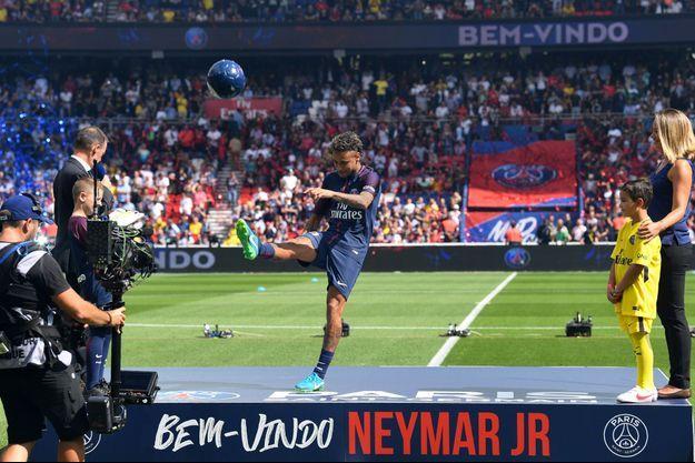 Présentation de la nouvelle recrue Neymar, début août.