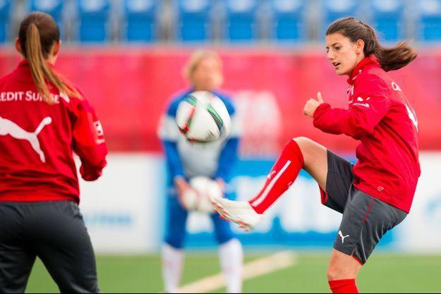 Florijana Ismaili lors de la Coupe du monde de football féminin de 2015, au Canada.