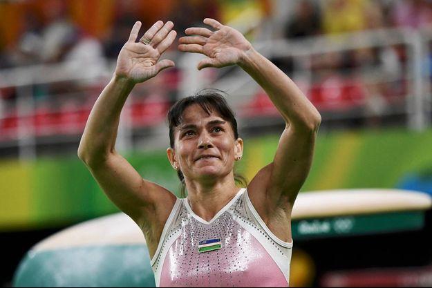 Oksana Chusovitina a été chaleureusement applaudi