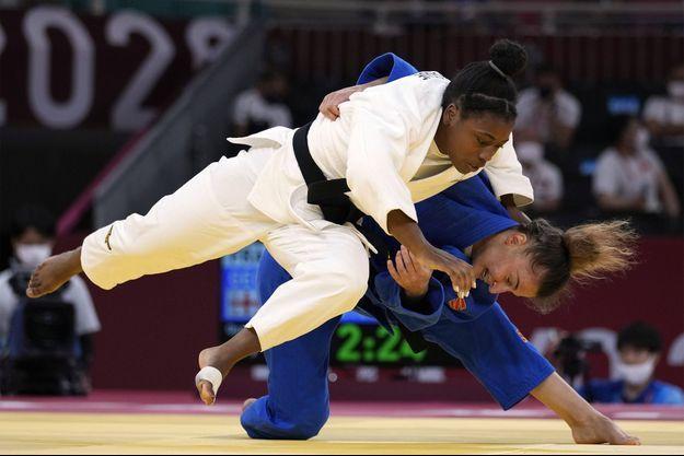 Sarah-Léonie Cysique médaillée d'argent en judo.