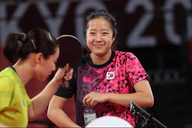 Shin Yu-bin, phénomène du tennis de table sud-coréen, pourra compter sur le soutien des fans du groupe BTS, dont elle fait elle-même fièrement partie.