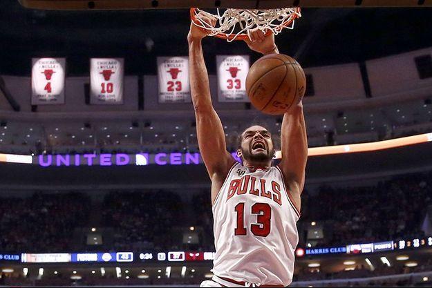 Joakim Noah sous le maillot des Chicago Bulls.