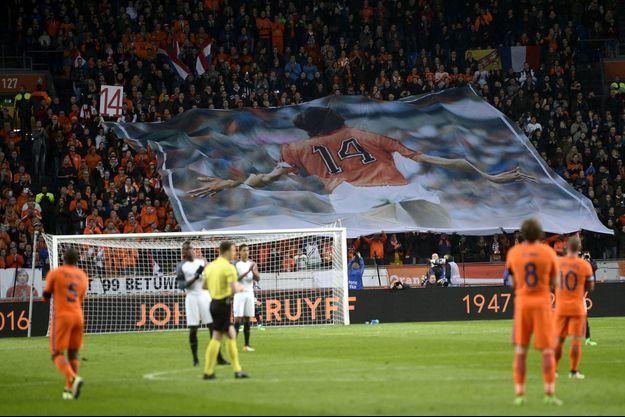 Un hommage a été rendu à Johan Cruyff à la 14e minute du match.