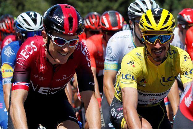 Julian Alaphilippe, en jaune, aux côtés de Geraint Thomas.