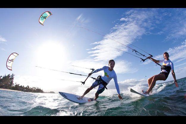 Parrainé par Sita Suez, le couple s'entraîne sur une plage privée de l'île de Maui, à Hawaii.