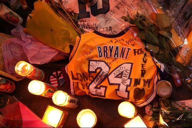 Après la mort de Kobe Bryant, les fans avaient déposé de nombreux hommages devant le Staples Center de Los Angeles.