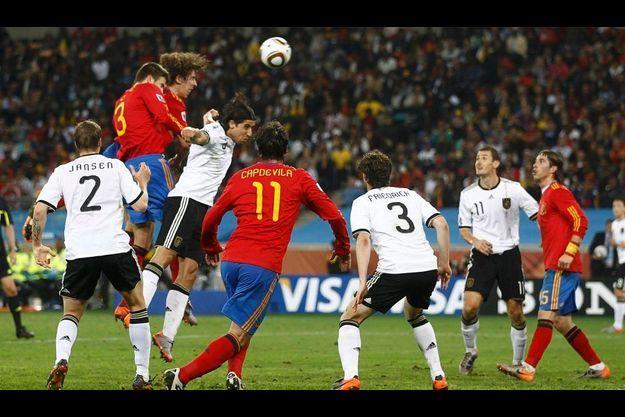 Carles Puyol a marqué l'unique but de la rencontre.