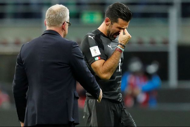 Le gardien italien n'a pas retenu ses larmes après l'élimination de son équipe.