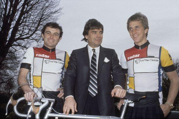 Bernard Tapie entouré de Bernard Hinault et Greg LeMond.