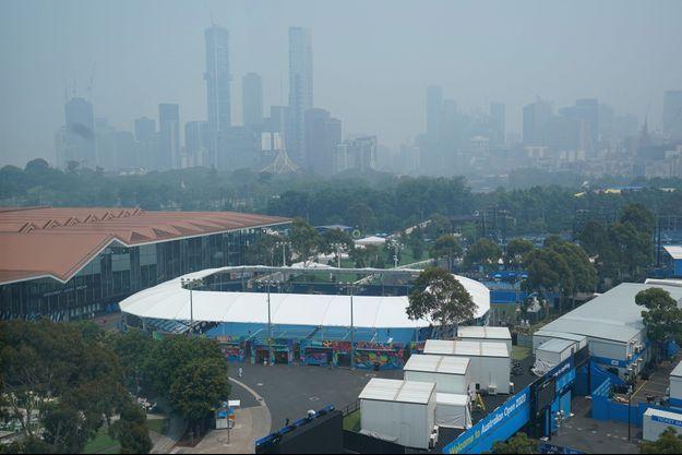 Une épaisse fumée noit la ville australienne de Melbourne