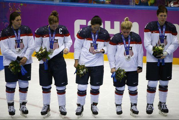 Les joueuses de l'équipe de hockey américaine aux JO de Sotchi en 2014. Elles avaient remporté l'argent.