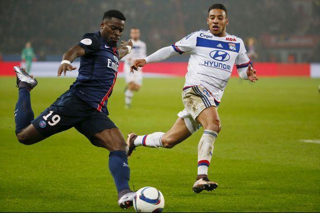 Serge Aurier (à gauche) durant un match contre Lyon en décembre dernier.