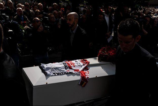 Un maillot de l'équipe Lotto a été déposé sur le cercueil du jeune Belge.