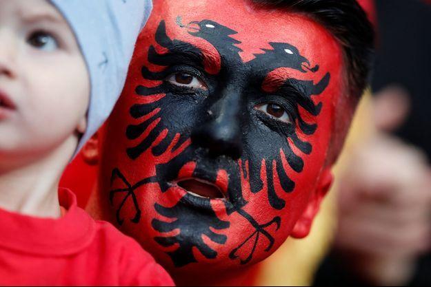 Un supporter de l'Albanie, samedi soir au Stade de France.