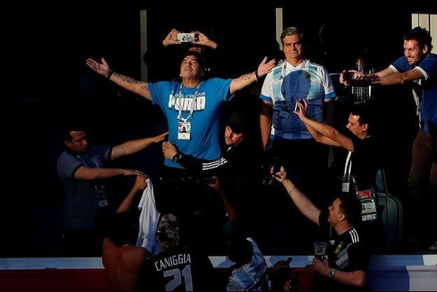 Diego Maradona a fait le show lors d'Argentine-Nigeria